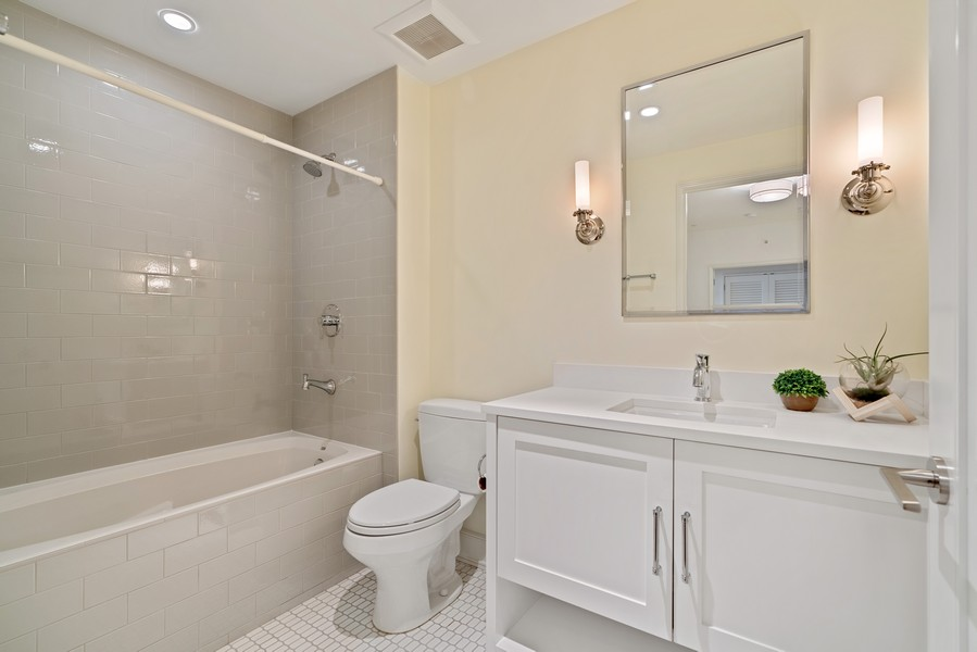 Real Estate Photography - 318 S. Michigan Ave, #400, Chicago, IL, 60604 - 3rd Bathroom