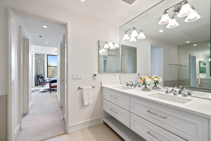 Real Estate Photography - 318 S. Michigan Ave, #400, Chicago, IL, 60604 - Master Bathroom