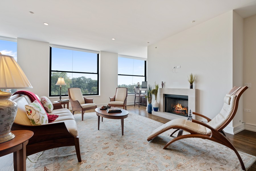 Real Estate Photography - 318 S. Michigan Ave, #400, Chicago, IL, 60604 - Living Room