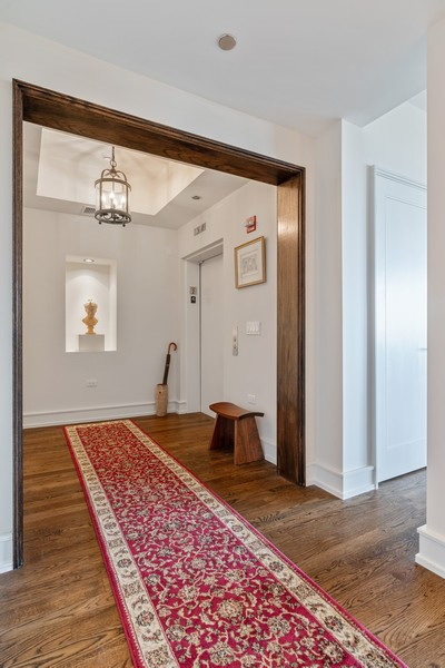 Real Estate Photography - 318 S. Michigan Ave, #400, Chicago, IL, 60604 - Foyer