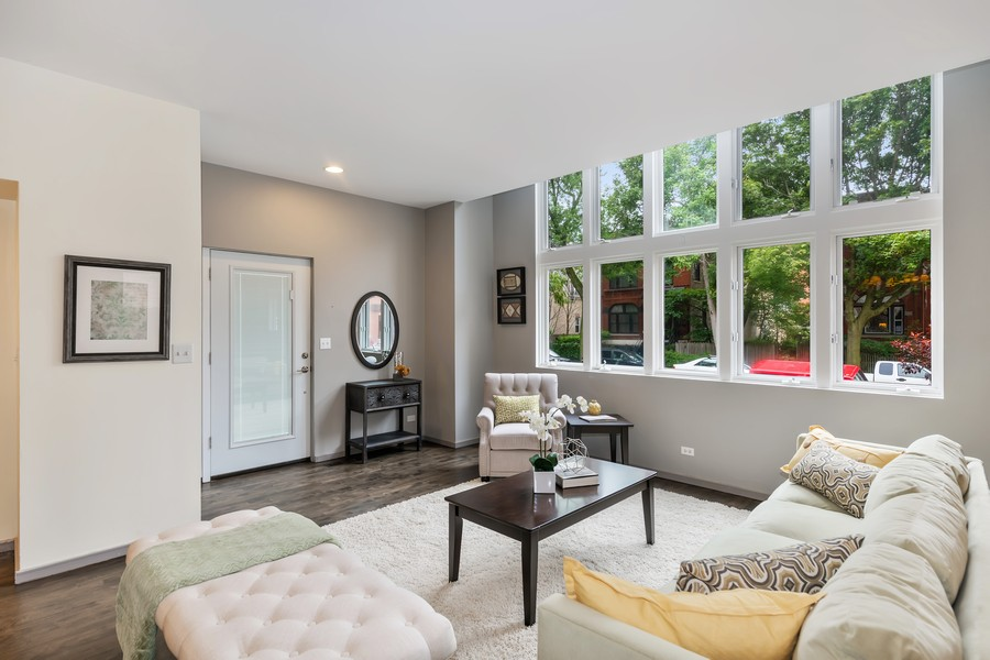 Real Estate Photography - 1145 n hoyne, chicago, IL, 60622 - Living Room