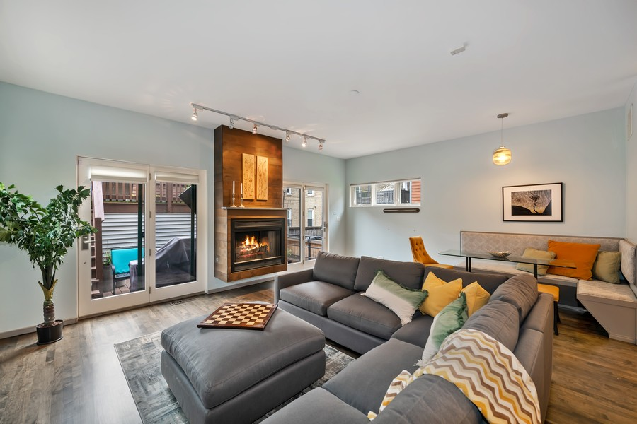 Real Estate Photography - 1145 n hoyne, chicago, IL, 60622 - Family Room