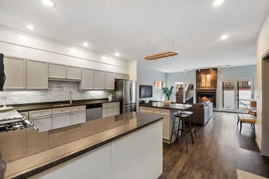 Real Estate Photography - 1145 n hoyne, chicago, IL, 60622 - Kitchen