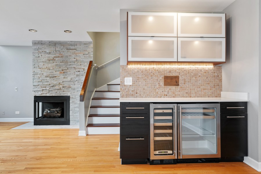 Real Estate Photography - 1651 N. Dayton St, #303, Chicago, IL, 60614 - Bar