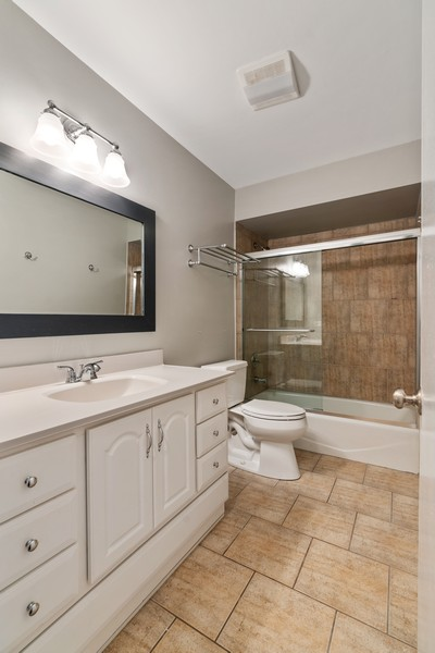 Real Estate Photography - 1651 N. Dayton St, #303, Chicago, IL, 60614 - 2nd Bathroom