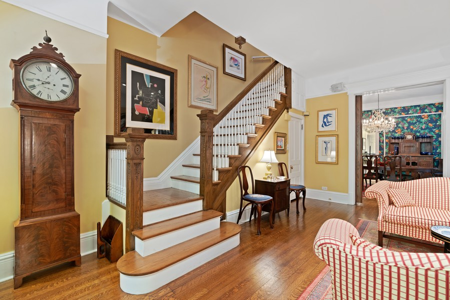 Real Estate Photography - 428 W. Roslyn Pl, Chicago, IL, 60614 - Living Room