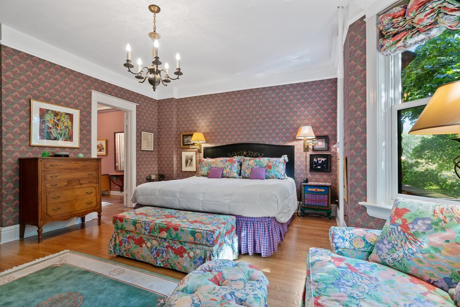 Real Estate Photography - 428 W. Roslyn Pl, Chicago, IL, 60614 - Master Bedroom