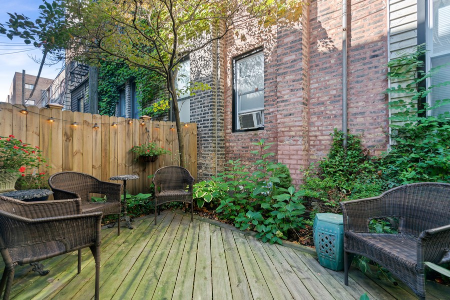 Real Estate Photography - 428 W. Roslyn Pl, Chicago, IL, 60614 - Back Yard