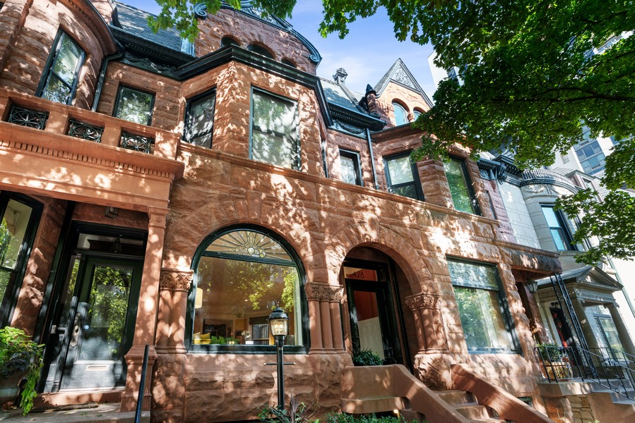 Real Estate Photography - 428 W. Roslyn Pl, Chicago, IL, 60614 - Front View