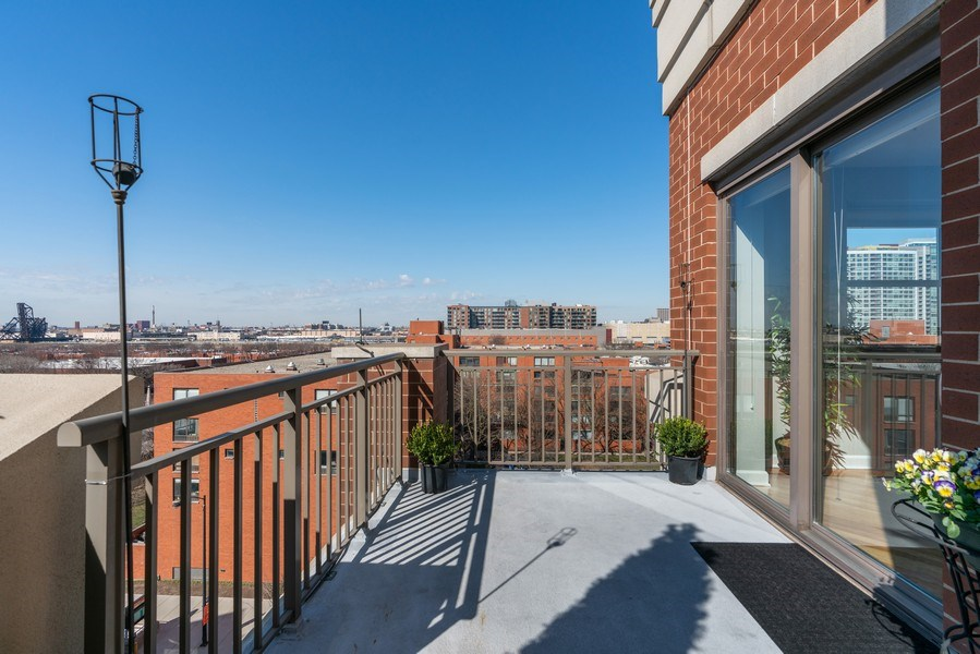 Real Estate Photography - 1133 S. State, #703, Chicago, IL, 60605 - Terrace
