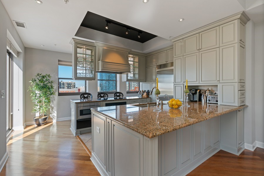Real Estate Photography - 1133 S. State, #703, Chicago, IL, 60605 - Kitchen