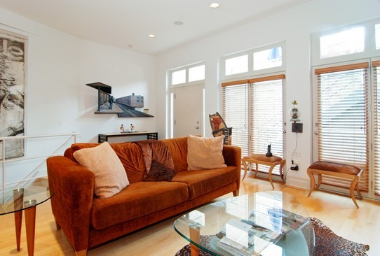 Real Estate Photography - 2037 N Magnolia Ave, Chicago, IL, 60614 - Family Room