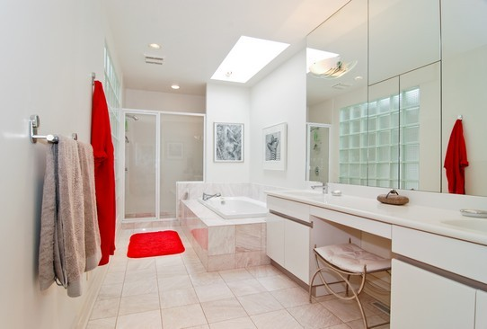 Real Estate Photography - 2037 N Magnolia Ave, Chicago, IL, 60614 - Master Bathroom