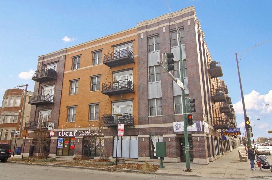 Real Estate Photography - 1555 W. School, 3E, Chicago, IL, 60657 - Front View