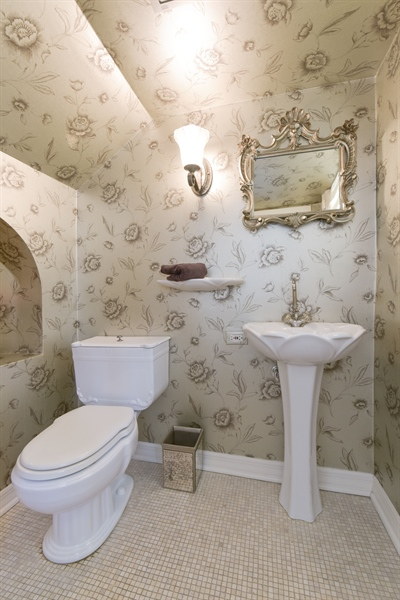 Real Estate Photography - 1000 E 48th St, Chicago, IL, 60615 - 3rd Bathroom
