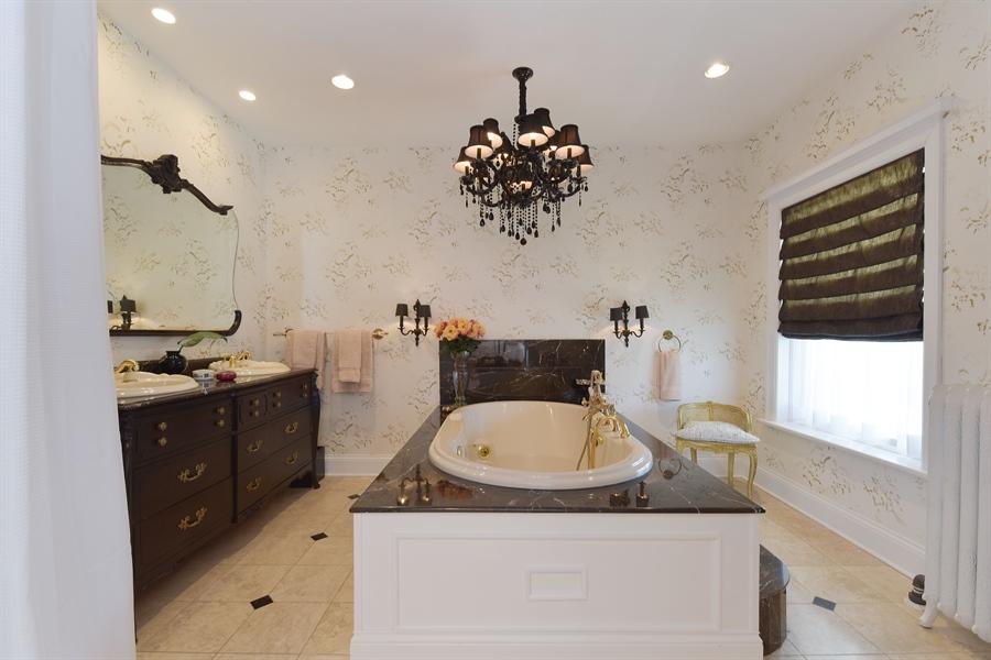 Real Estate Photography - 1000 E 48th St, Chicago, IL, 60615 - Master Bathroom