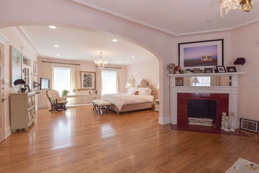 Real Estate Photography - 1000 E 48th St, Chicago, IL, 60615 - Master Bedroom