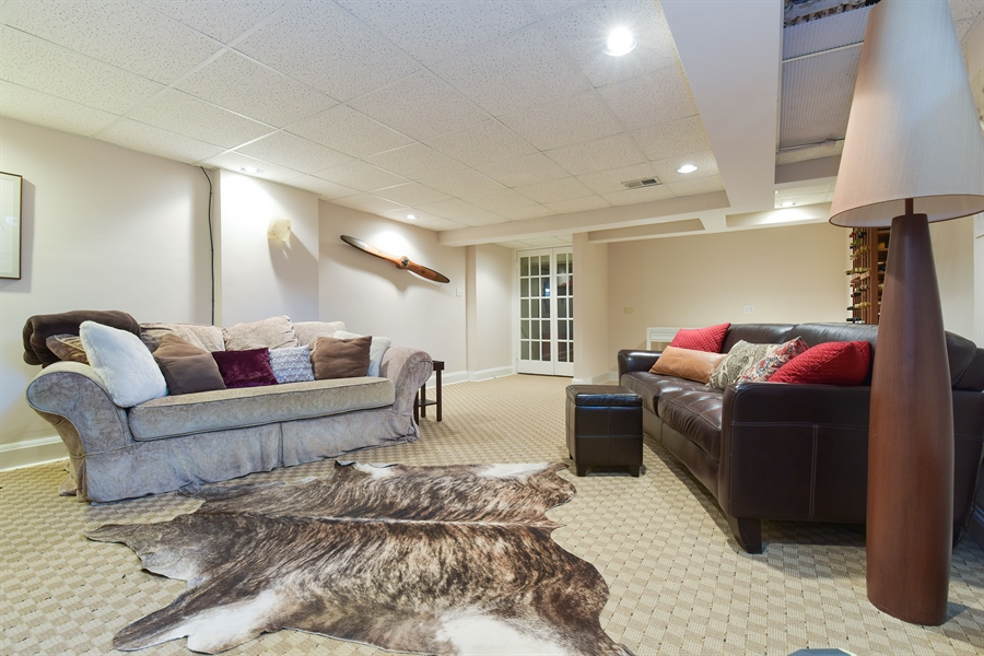 Real Estate Photography - 1000 E 48th St, Chicago, IL, 60615 - Family Room