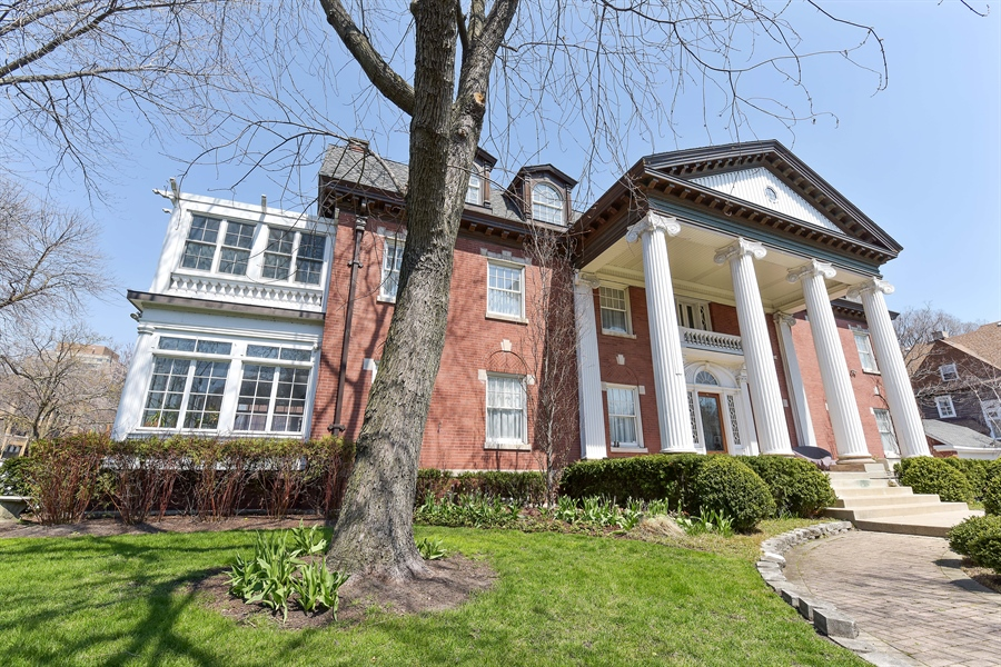 Real Estate Photography - 1000 E 48th St, Chicago, IL, 60615 - Front View