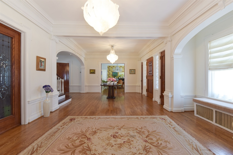 Real Estate Photography - 1000 E 48th St, Chicago, IL, 60615 - Foyer