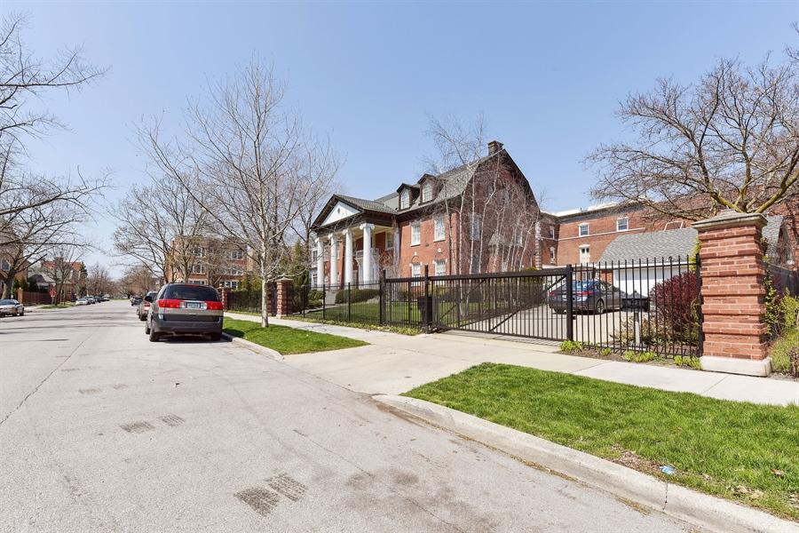 Real Estate Photography - 1000 E 48th St, Chicago, IL, 60615 - Garage
