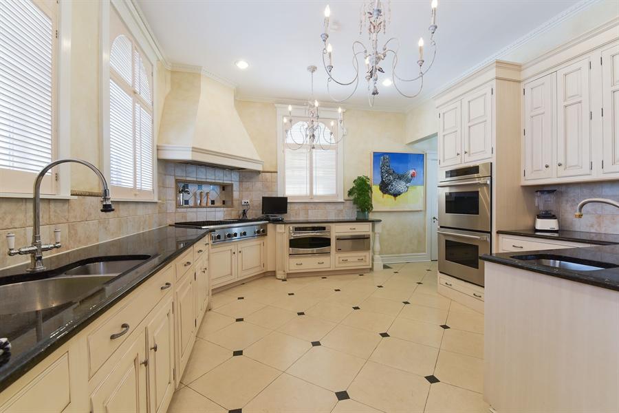 Real Estate Photography - 1000 E 48th St, Chicago, IL, 60615 - Kitchen