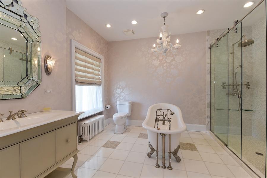 Real Estate Photography - 1000 E 48th St, Chicago, IL, 60615 - Bathroom