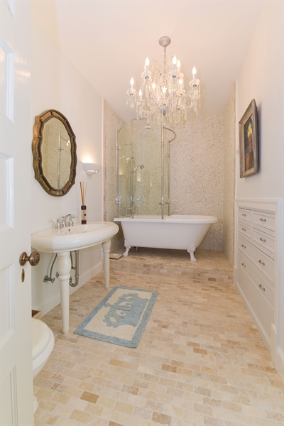 Real Estate Photography - 1000 E 48th St, Chicago, IL, 60615 - 2nd Bathroom