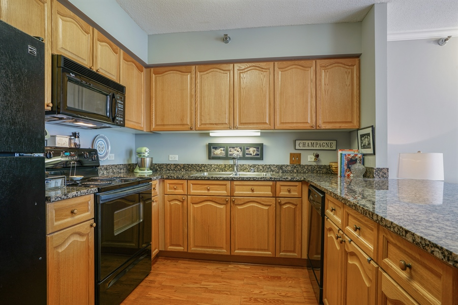 Real Estate Photography - 512 N McClurg Ct, 2509, Chicago, IL, 60611 - Kitchen