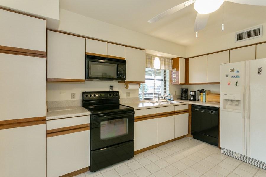 Real Estate Photography - 17109 WATERBEND DR 222, JUPITER, FL, 33477 - Kitchen