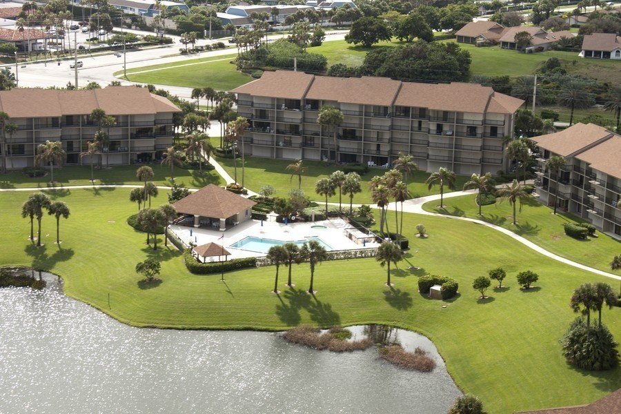 Real Estate Photography - 301 S. SEAS DR., APT. 302, JUPITER, FL, 33477 - AERIAL VIEW OF COMMUNITY POOL
