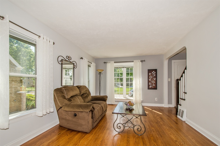 Real Estate Photography - 543 Orchard Ct, Des Plaines, IL, 60016 - Living Room