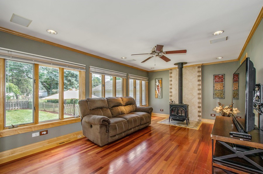 Real Estate Photography - 543 Orchard Ct, Des Plaines, IL, 60016 - Family Room