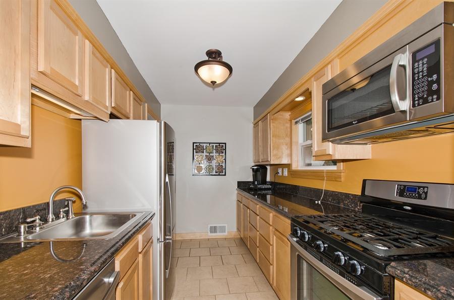 Real Estate Photography - 543 Orchard Ct, Des Plaines, IL, 60016 - Kitchen