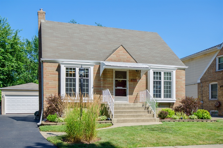 Real Estate Photography - 543 Orchard Ct, Des Plaines, IL, 60016 - Front View