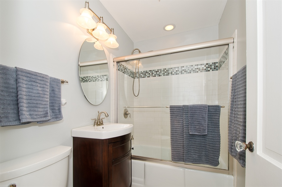 Real Estate Photography - 543 Orchard Ct, Des Plaines, IL, 60016 - Bathroom