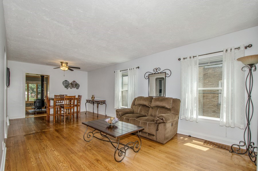 Real Estate Photography - 543 Orchard Ct, Des Plaines, IL, 60016 - Living Room / Dining Room