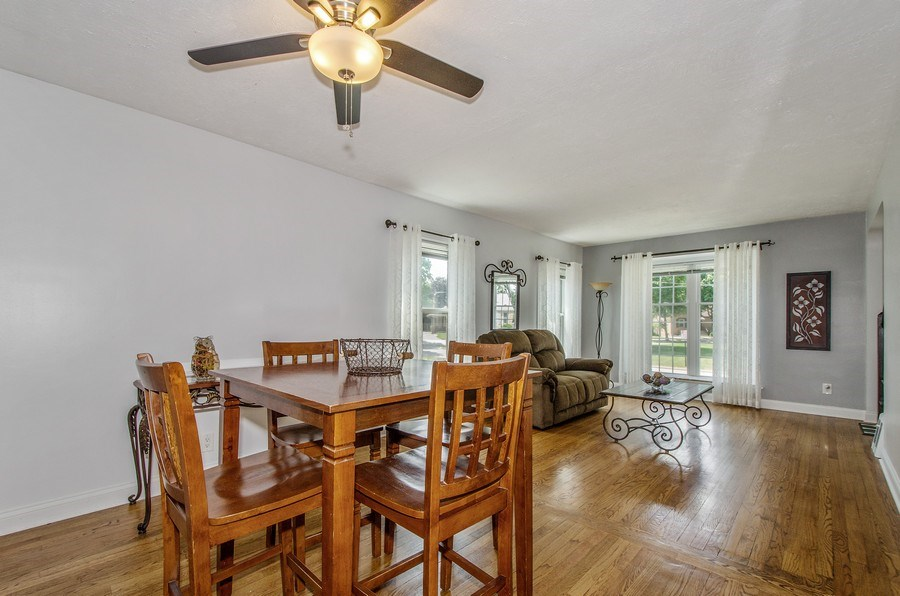 Real Estate Photography - 543 Orchard Ct, Des Plaines, IL, 60016 - Living Room/Dining Room