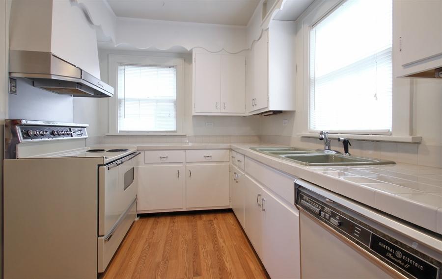 Real Estate Photography - 705 S Vine Ave, Park Ridge, IL, 60068 - Kitchen
