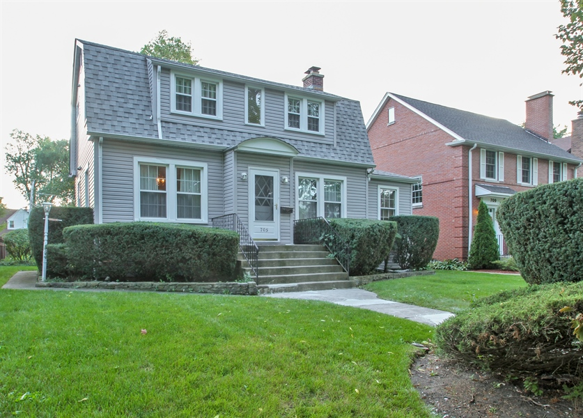 Real Estate Photography - 705 S Vine Ave, Park Ridge, IL, 60068 - Front View