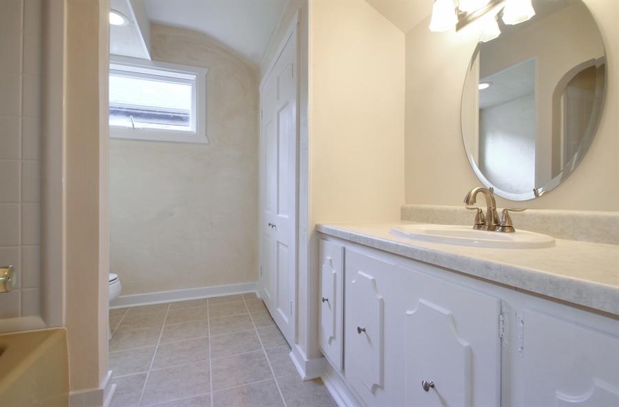 Real Estate Photography - 705 S Vine Ave, Park Ridge, IL, 60068 - Bathroom