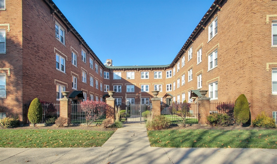 Real Estate Photography - 4822 W. Hutchinson Street, 9B, Chicago, IL, 60641 - Front View