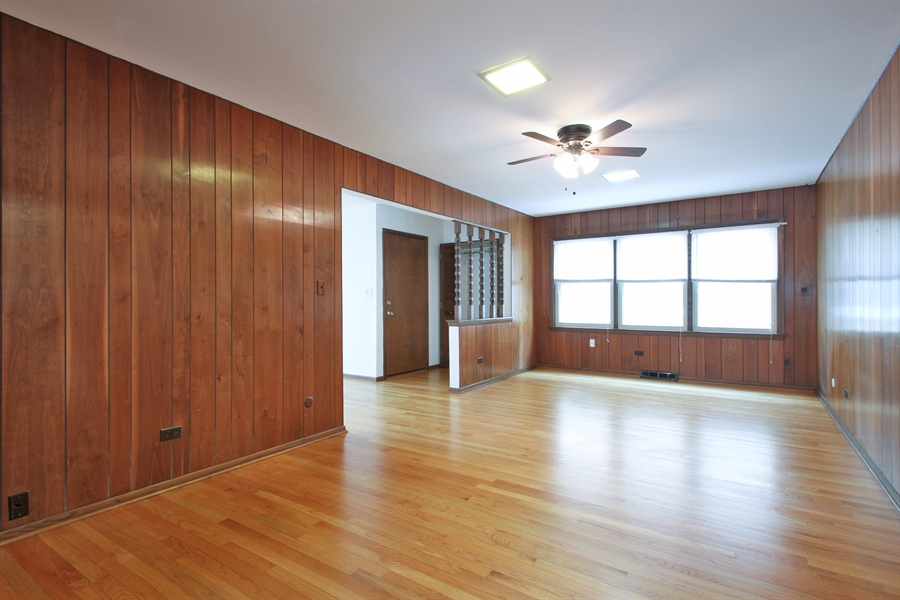 Real Estate Photography - 2001 Touhy Avenue, 1, Park Ridge, IL, 60068 - Family Room