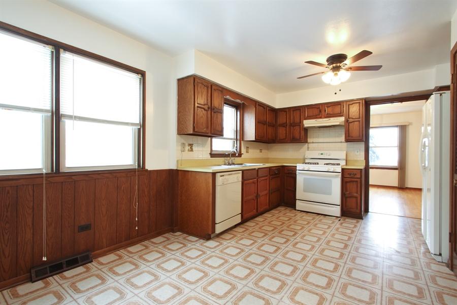 Real Estate Photography - 2001 Touhy Avenue, 1, Park Ridge, IL, 60068 - Kitchen
