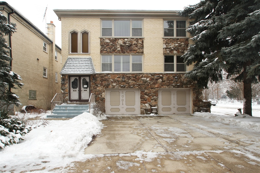 Real Estate Photography - 2001 Touhy Avenue, 1, Park Ridge, IL, 60068 - Front View