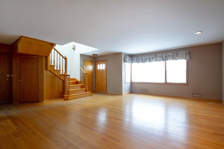 Real Estate Photography - 213 W Kathleen Dr, Park Ridge, IL, 60068 - Family Room