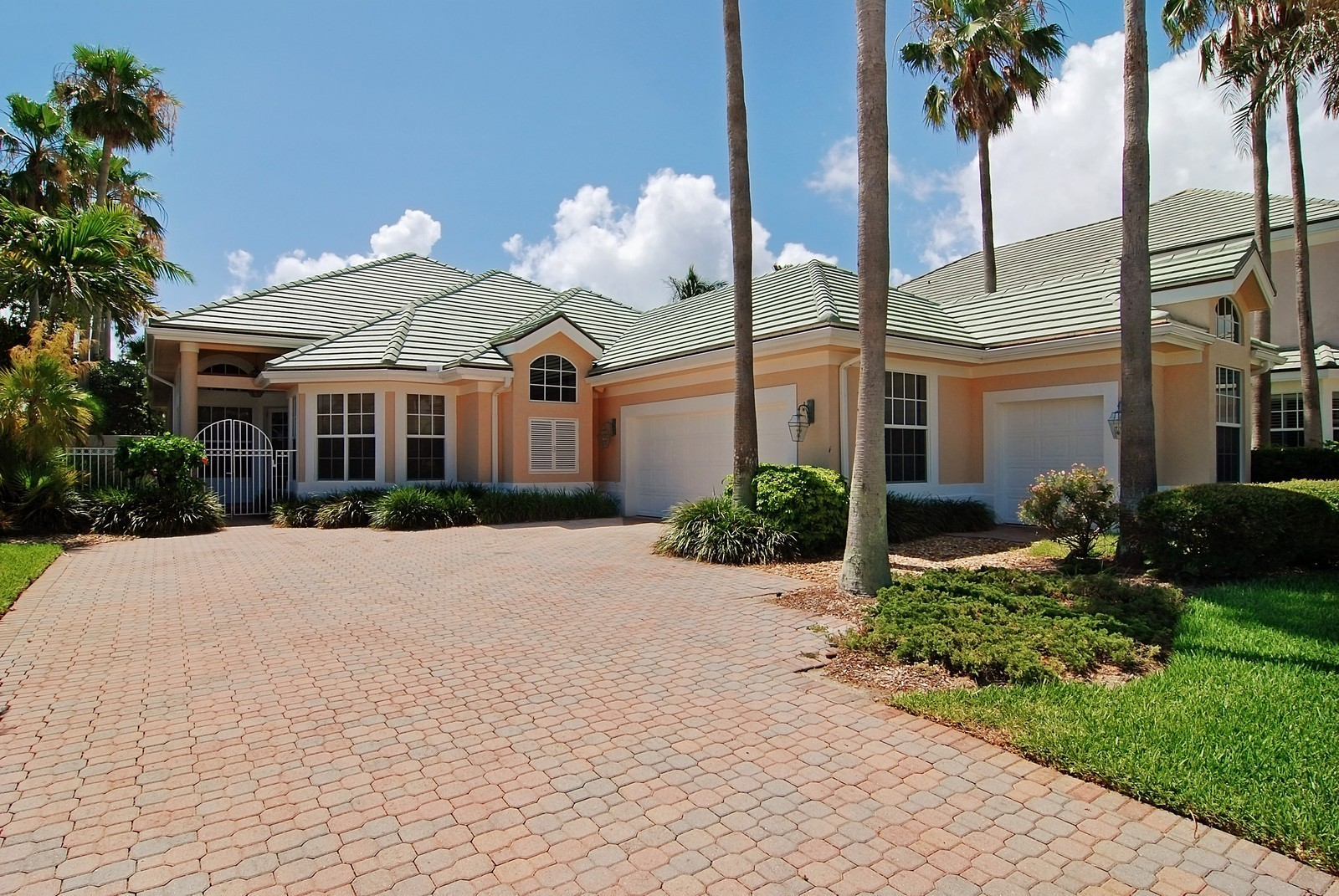 Real Estate Photography - 7000 SE Lakeview, Stuart, FL, 34996 - Front View