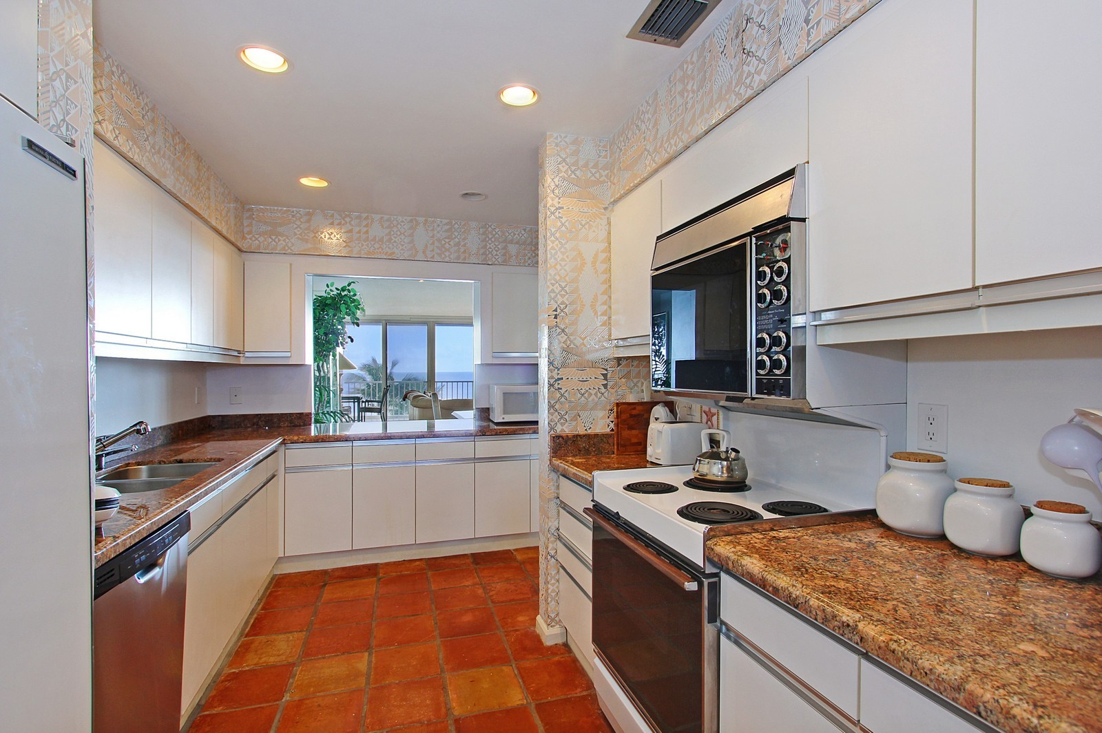 Real Estate Photography - 2001 SE Sailfish Point Blvd, Unit 402, Stuart, FL, 34996 - Kitchen