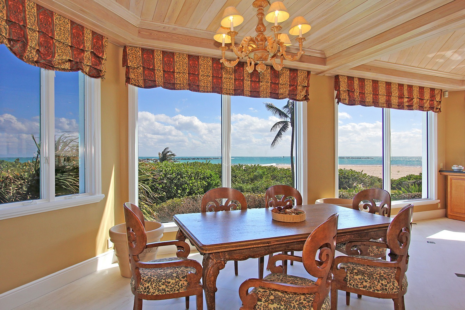 Real Estate Photography - 3097 SE Island Point Ln, Stuart, FL, 34996 - Breakfast Nook