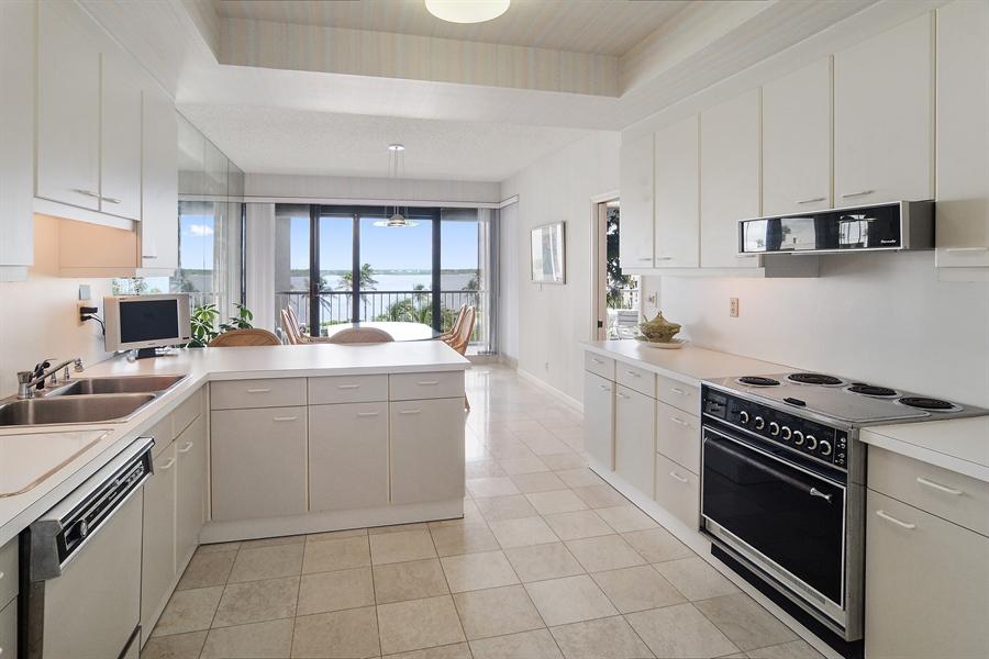Real Estate Photography - 2816 SE Dune Drive, 2406, Stuart, FL, 34996 - Kitchen